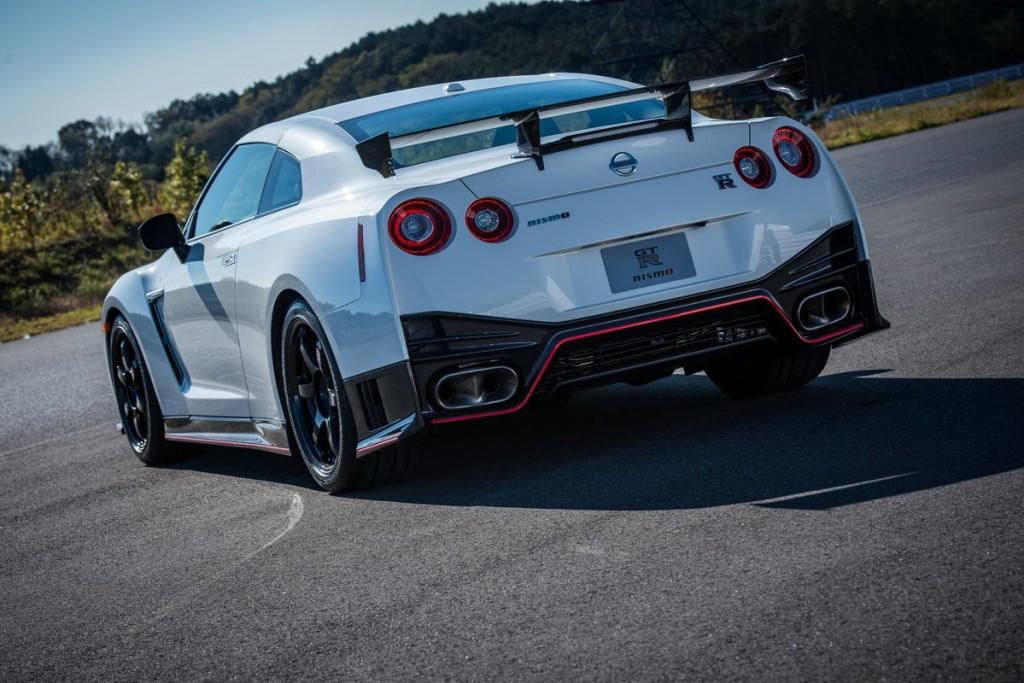 2015 Nissan Nismo back