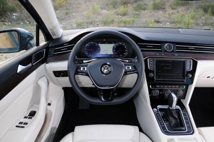 Volkswagen Passat 2.0 BiTDi interior