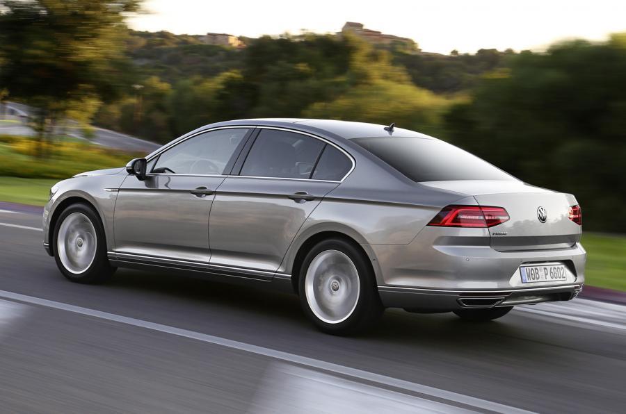 Volkswagen Passat 2.0 BiTDi side